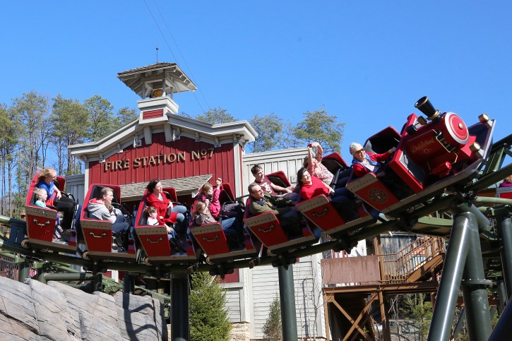 Pics Photos - Dollywood Theme Park Attraction In Pigeon Forge ...