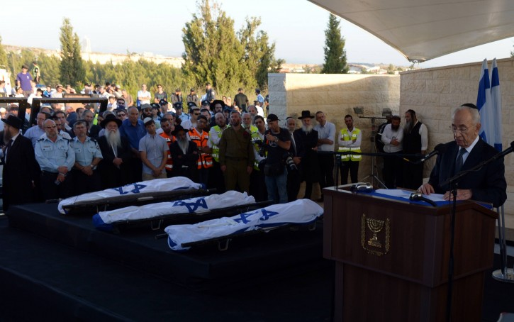 President Shimon Peres speaks during the funeral ceremony of the three murdered Jewish boys in the Modiin cemetery, on July 1, 2014.  Flash90