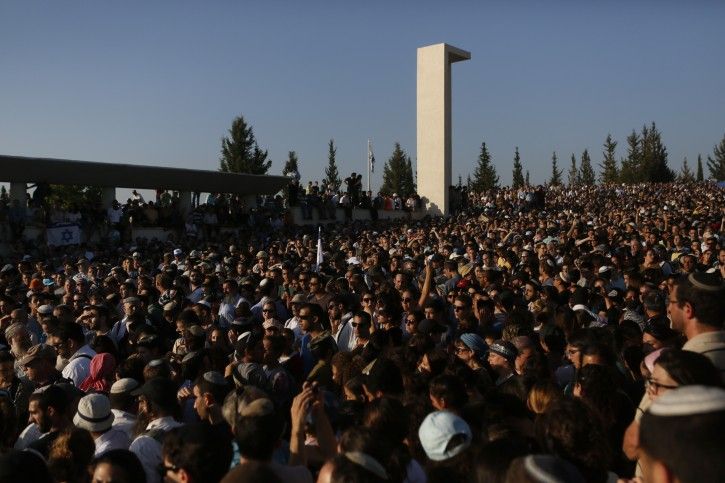 Thousands of people attend the joint funeral for the three murdered Jewish teens, in the Modiin cemetery, on July 1, 2014.  Flash90
