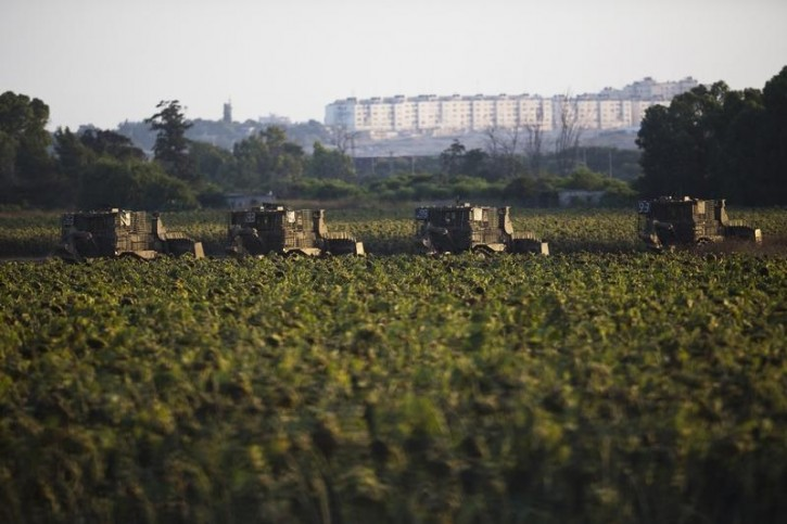 An Israeli military convoy manoeuvres near the border with north Gaza Strip July 14, 2014. Egypt proposed an initiative on Monday aimed at stopping fighting between Israel and Palestinian militants in Gaza, state news agency MENA said.  REUTERS/Amir Cohen