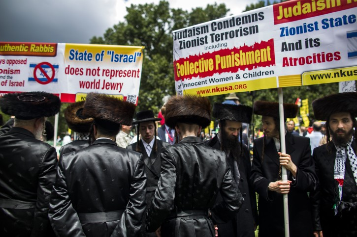 Members of 'Jews United Against Zionism' join hundreds of Arab Americans to protest Israel's military offensive in Gaza, outside the White House in Washington, DC, USA, 02 August 2014.  EPA