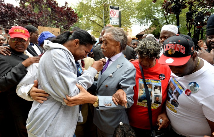 Staten island ny thousands march with sharpton to protest police
