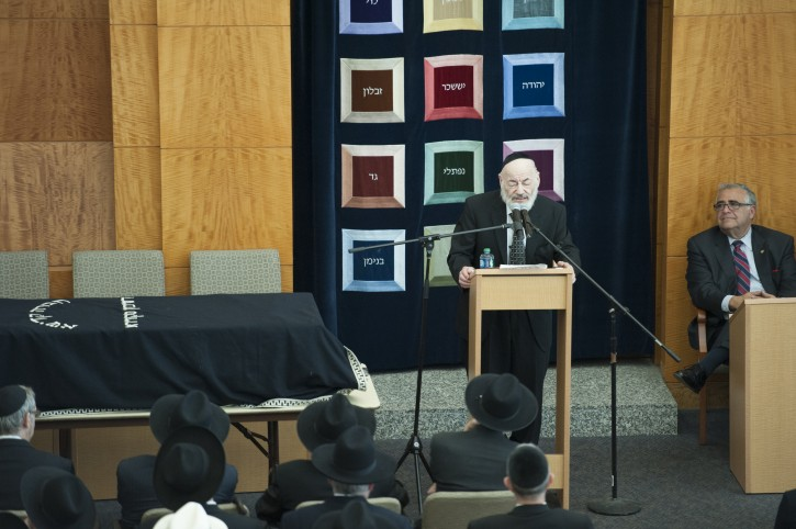 Rabbi Zevulun Charlop, dean emeritus of RIETS, delivers hesped a the funeral on Aug. 20, 2014.