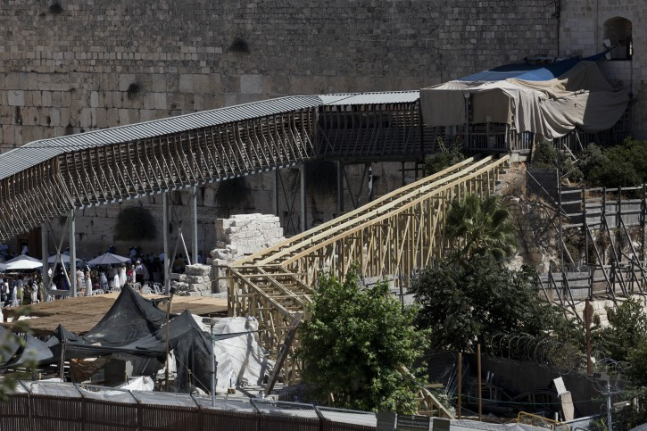A view of the new wooden ramp (R) leading up to the Mughrabi Gate the  entrance to the Al-Aqsa mosque compound  in the  Temple Mount area in Jerusalem Old City 04 September 2014. Media reports that Israeli Prime Minister Benjamin Netanyahu ordered on 03 September 2014 the dismantling of the new wooden bridge after being pressured by the Jordanian Royal Family who expressed outrage that the bridge was built without prior consultation with them.  EPA/ABIR SULTAN