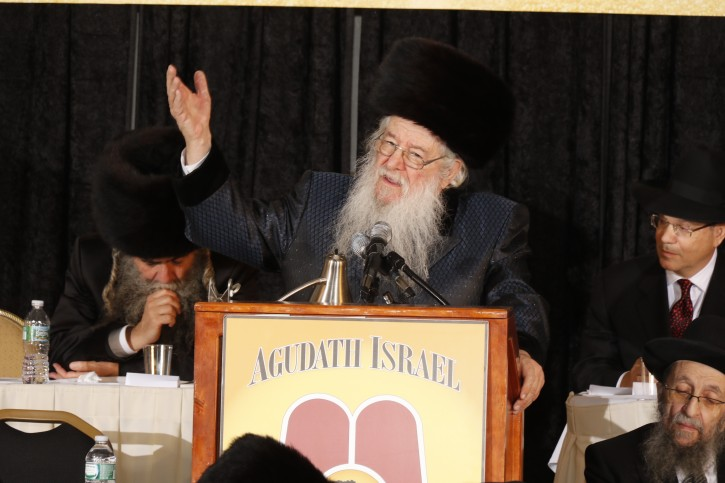 The Novominsker Rebbe, R' Yaakov Perlow  at the podium Nov. 15, 2014