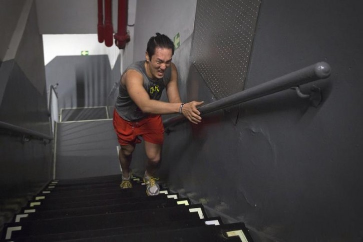 A runner taking part in the 38th Annual Empire State Building Run-Up is pictured arriving on the 86th floor in the Manhattan borough of New York February 4, 2015.  REUTERS/Carlo Allegri