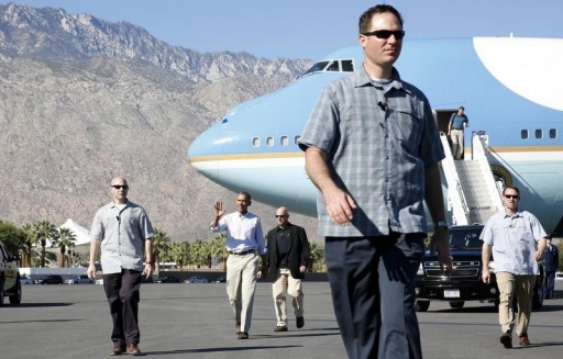 FILE - U.S. President Barack Obama waves as he steps off Air Force One, escorted by members of the Secret Service, upon his arrival in Palm Springs, California February 14, 2015.REUTERS