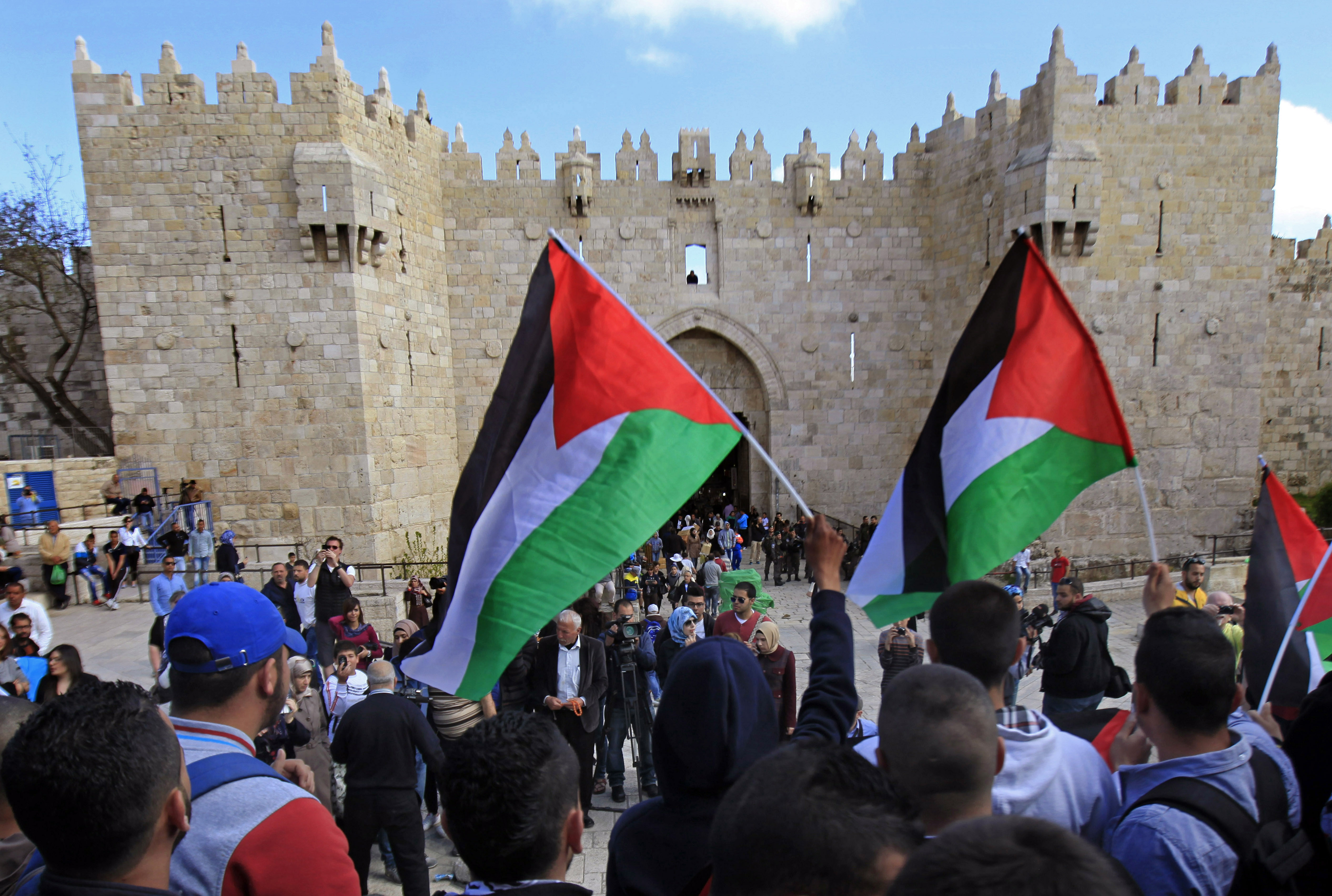 arab israeli Fewer jews say they are ready to have arab neighbors and fewer arabs are accepting of israel as a state with a jewish majority.