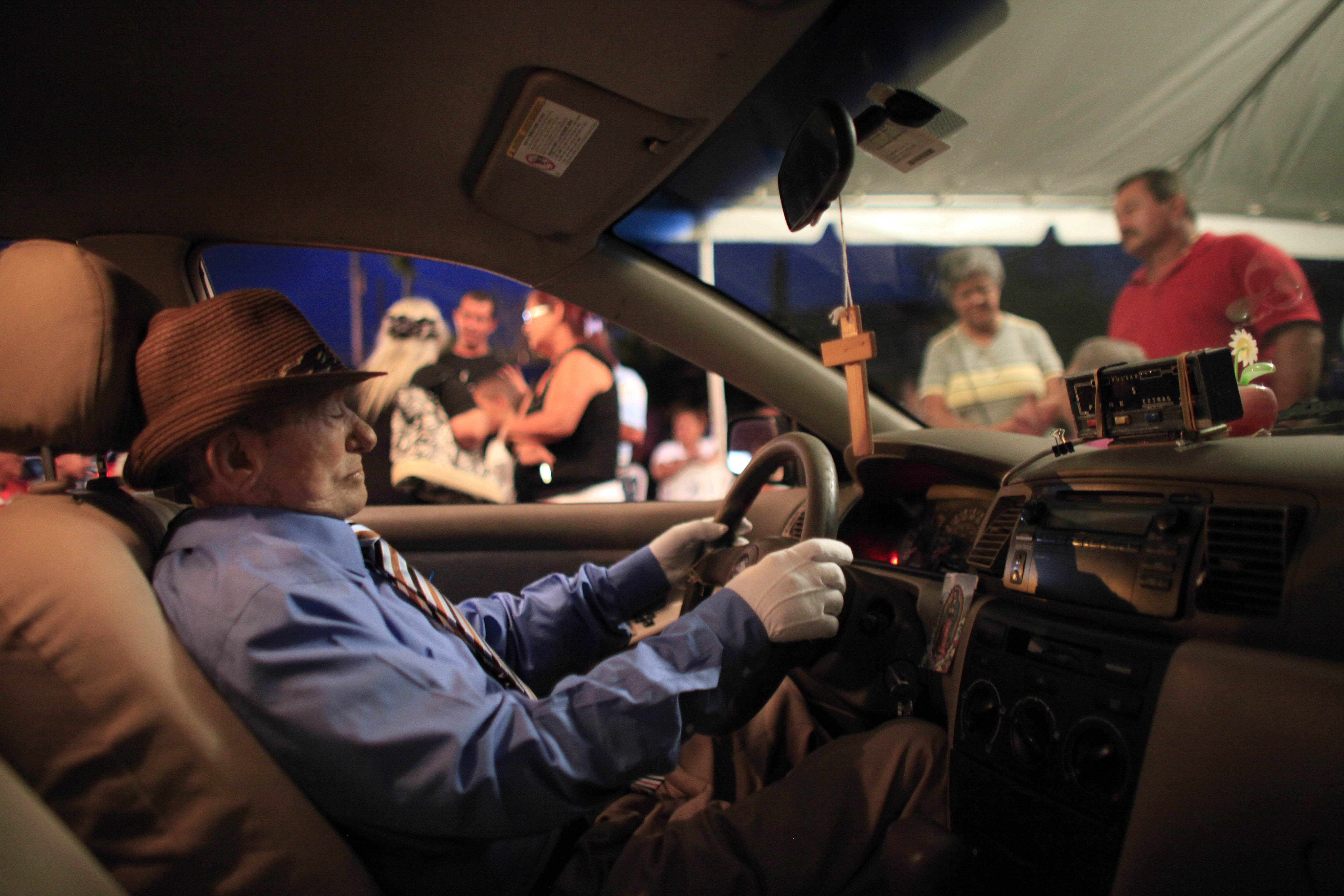 how to become a taxi driver in los angeles
