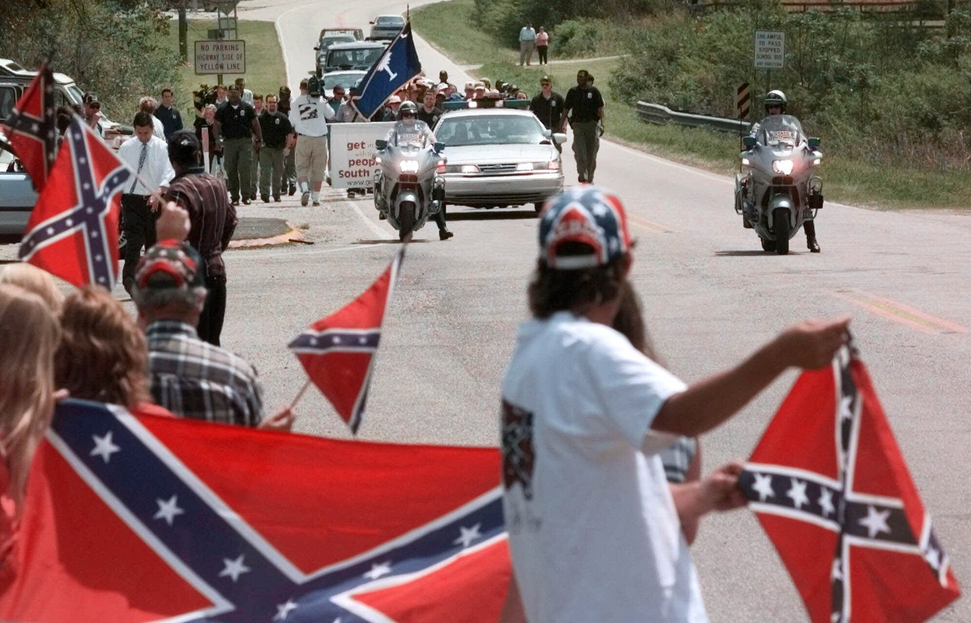 new york wal mart says removing confederate flag items from stores