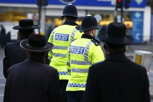 FILE - Members of the Jewish community cross the road in north London January 20, 2015.REUTERS