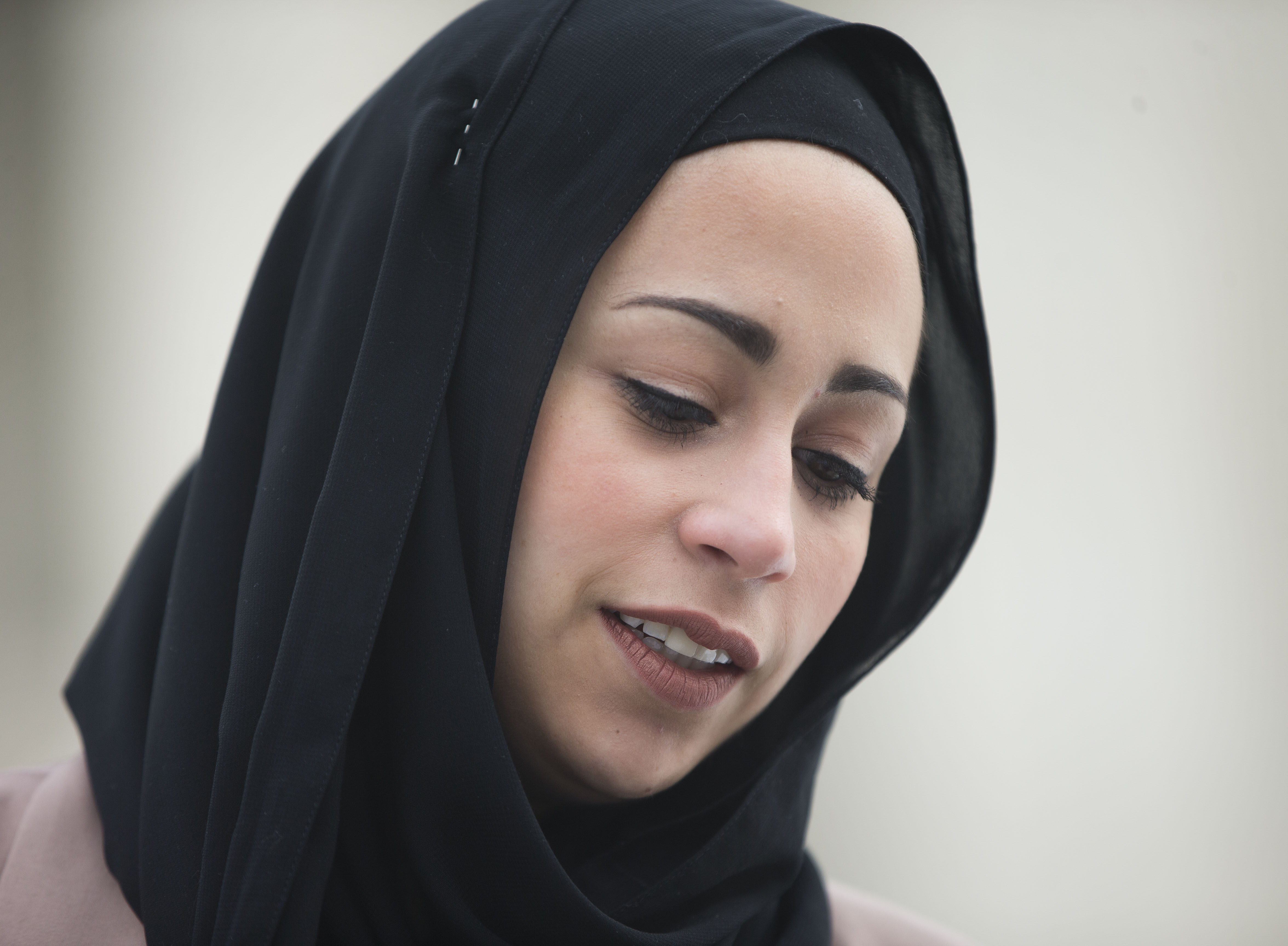 washington supreme court rules for muslim w denied job over file in this feb 25 2015 file photo samantha elauf stands outside