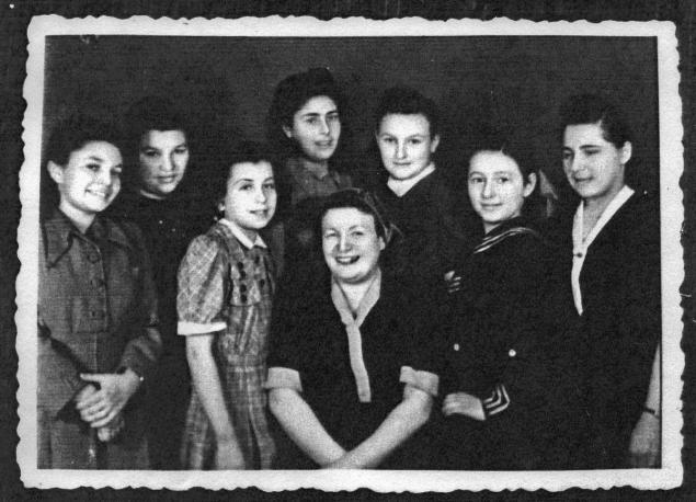"Teresa Wisniewska (far L. with her family before the Holocaust), now an adult known as Estera Borensztajn, is alive in Israel but ""can't handle all the emotions"" of reuniting with Pieniak, according to an intermediary.(COURTESY)"