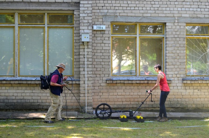 Prof. Harry Jol & Nicole Awad conducting a Ground Penetrating Radar survey at the site of the Great Synagogue of Vilna in Lithuania. Photographic Credit: Jon Seligman, Courtesy of the Israel Antiquities Authority