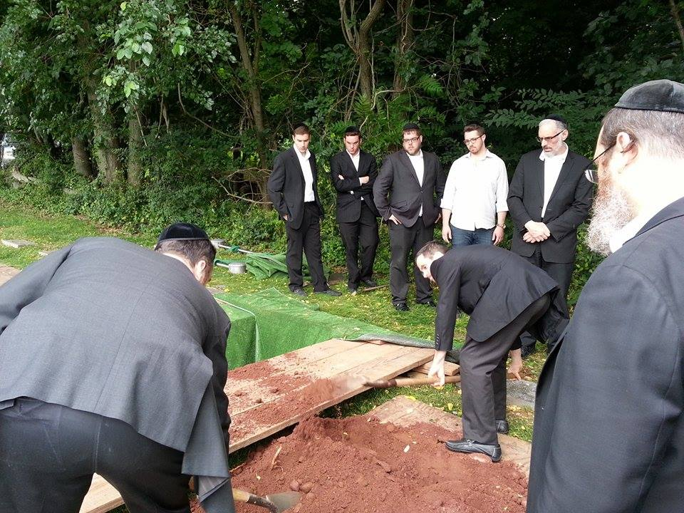 jewish funeral burial and mourning essay