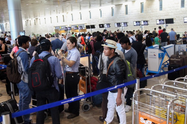 Thousands of people stand in line at the departure terrminal at Ben Gurion International airport on August 13, 2015, As more than 79,800 people set to pass through on 457 flights today. Photo by Flash90