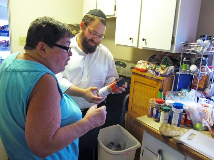 Helena mt 39 roving rabbis 39 spread across montana on for Keeping a kosher kitchen