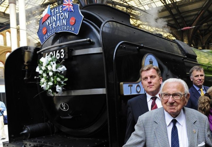 FILE - Sir Nicholas Winton (C) poses in front of the Winton train at Liverpool Street station in central London September 4, 2009.  Reuters