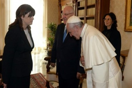 Rivka Ravitz, the president and the pope (GPO)