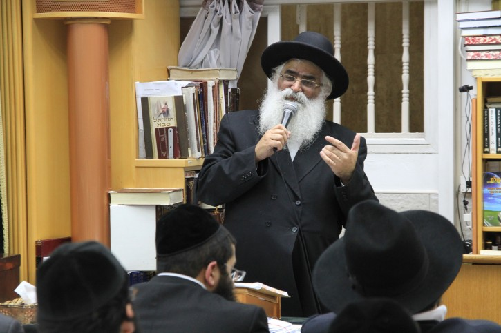 FIlephoto of Rabbi Yoram Abergel, one of the leading Sephardic haredi rabbis, speaks at an event prior to the Israeli general elections, in the southern Israeli city of Netivot, on December 31, 2012. Rabbi Abergel passed away earlier today, October 10, 2015. Photo by Yaakov Lederman/FLASH90