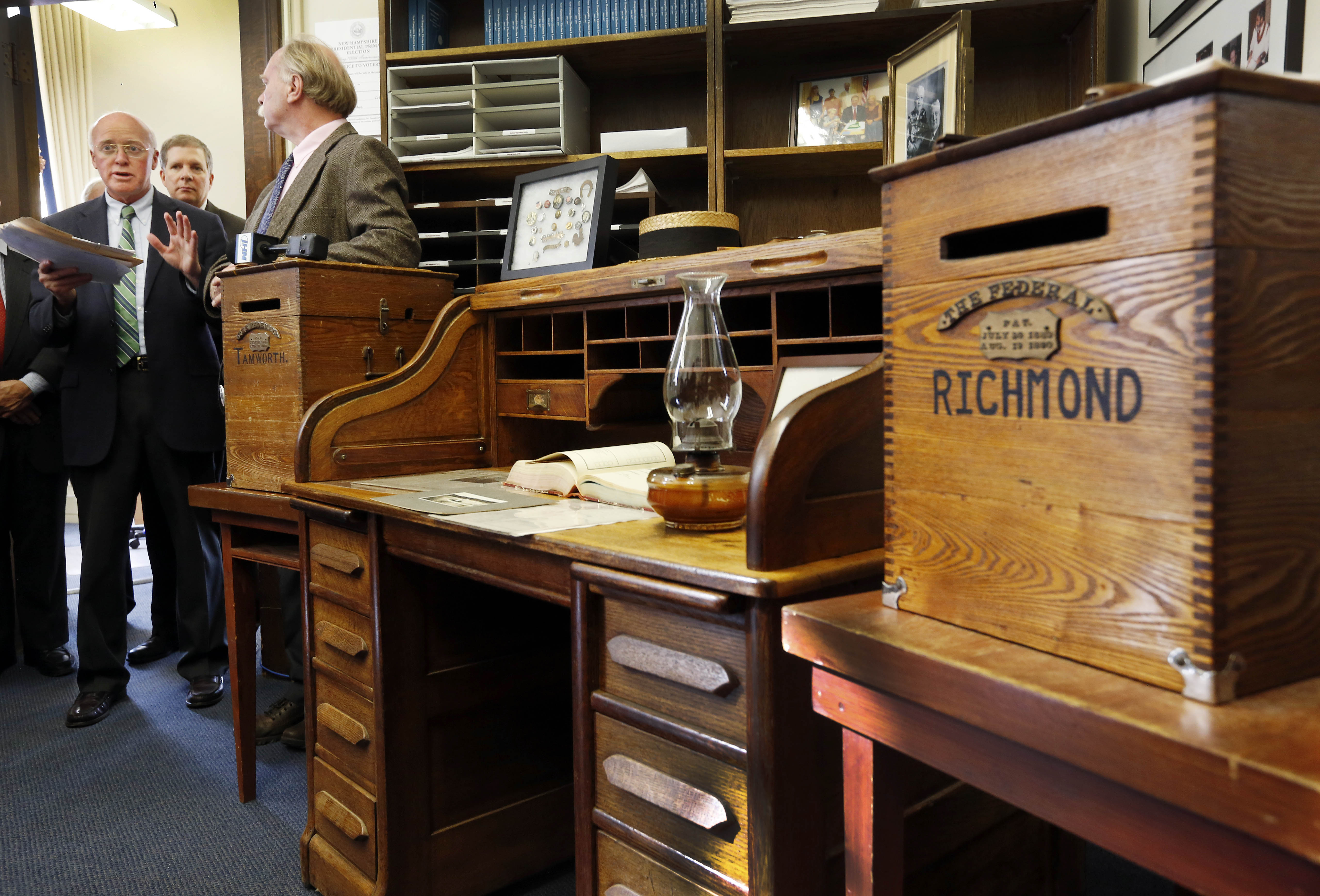 New Hampshire Secretary Of State Bill Gardner, Left, Announces The Historic  Desk That Will