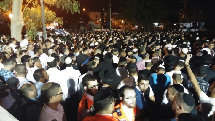 Thousand attend funeral of Rabbi Yoram Abergel