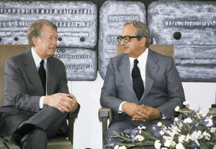 FILE - This March 11, 1979 file photo shows the then Presidents of the United State Jimmy Carter, left, and of Israel Yitzhak Navon during a meeting in Jerusalem. Navon, who served as Israel's fifth president, has died Saturday, Nov. 7, 2015, his family said. He was 94. (AP Photo/Shlomo Arad, File)