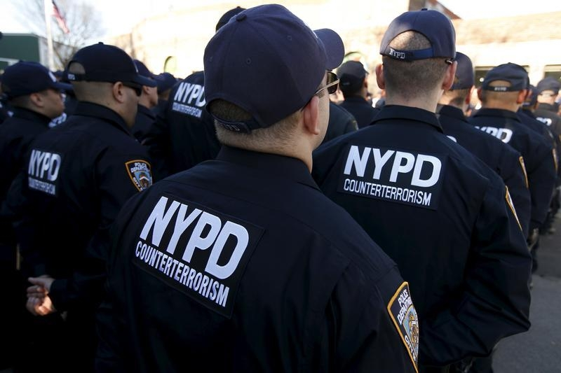 new york nypd shows muscle after paris attacks with new counterterrorism team. Black Bedroom Furniture Sets. Home Design Ideas