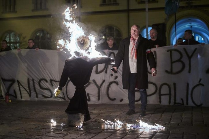 An effigy of a Jew burned by Supporters of the National-Radical Camp (ONR) and the All-Polish Youth as they demonstrate against the refugees in Wroclaw, Poland November 18, 2015. REUTERS/Wojciech Nekanda Trepka/Agencja Gazeta