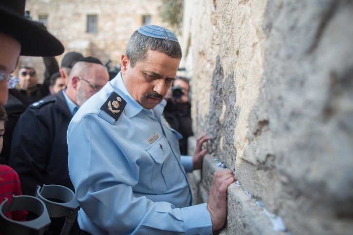 Incoming Israeli Chief of Police Roni Alsheikh pray at the Western Wall in Jerusalem's Old City on December 3, 2015. Photo by Yonatan Sindel/Flash90