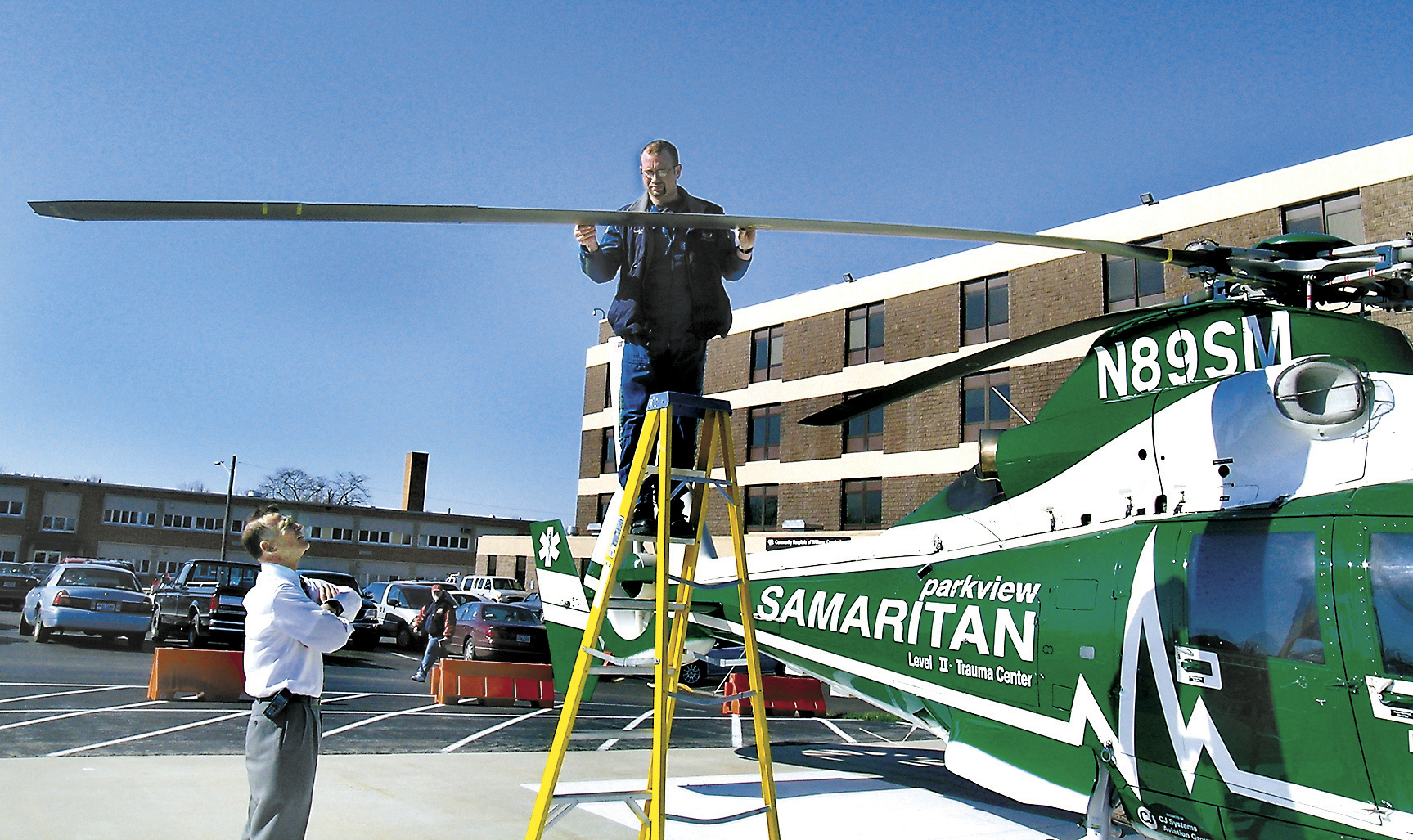 how to become a hospital helicopter pilot