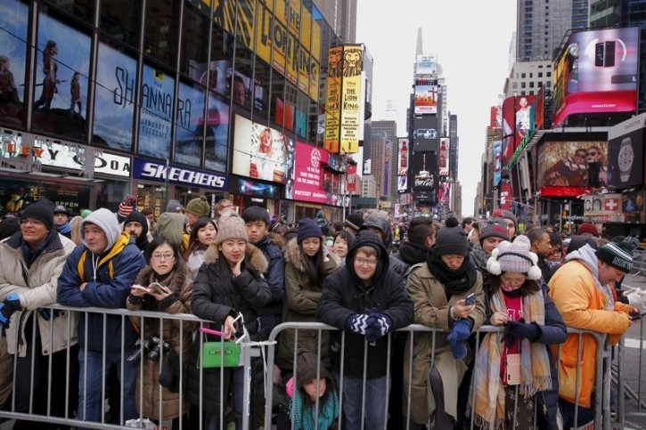 Revelers stand in pens as they await New Year's Eve festivities in the Times Square area of New York December 31, 2015. REUTERS/Lucas Jackson