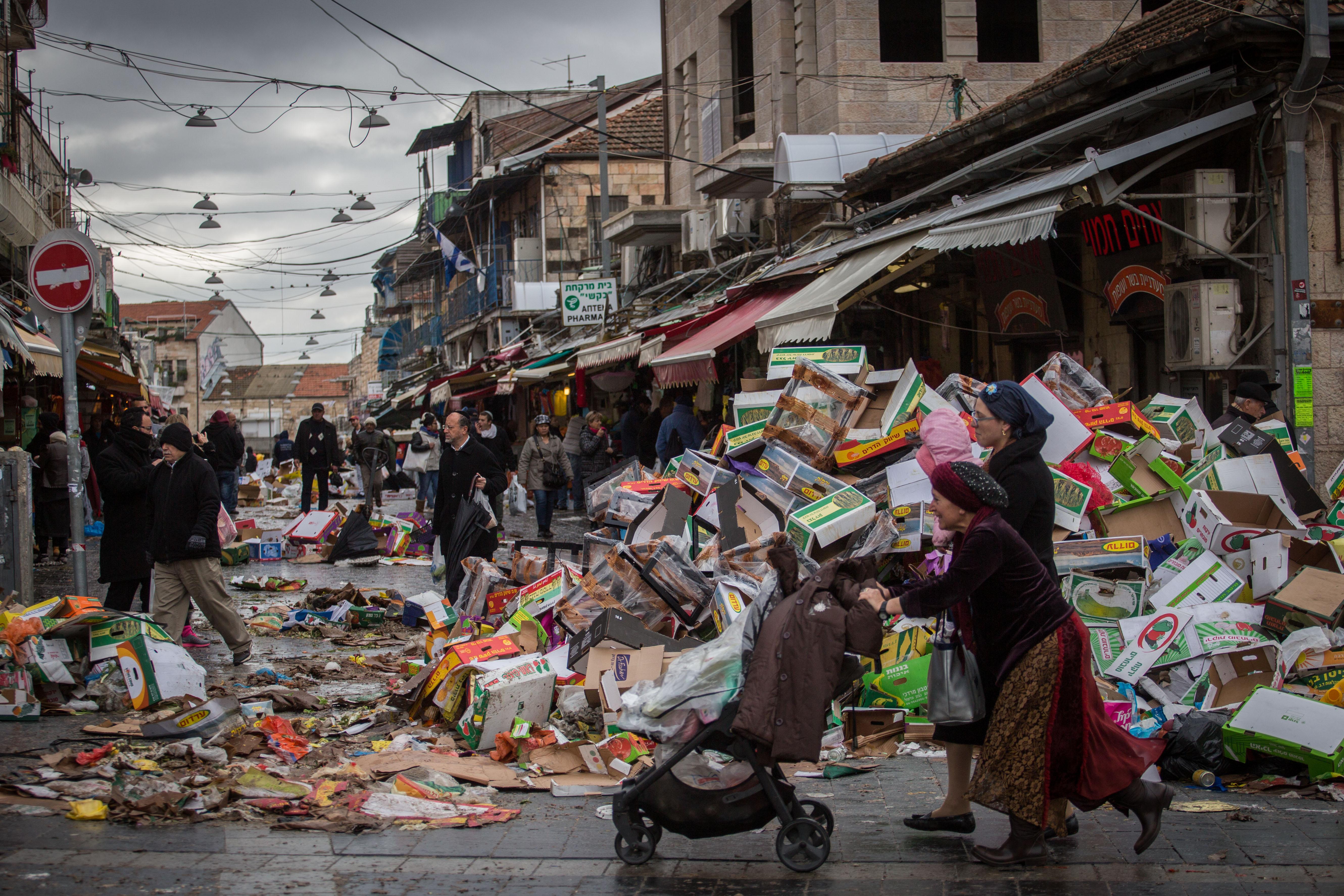 Jerusalem Garbage Piled Up Sanitation Workers End