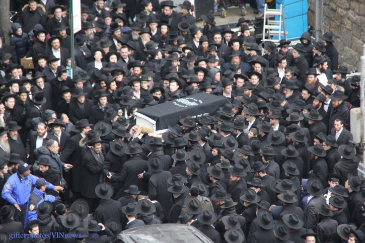Thousands attend funeral of Rabbi Yisroel Belsky (shimon Gifter/VINnews.com)