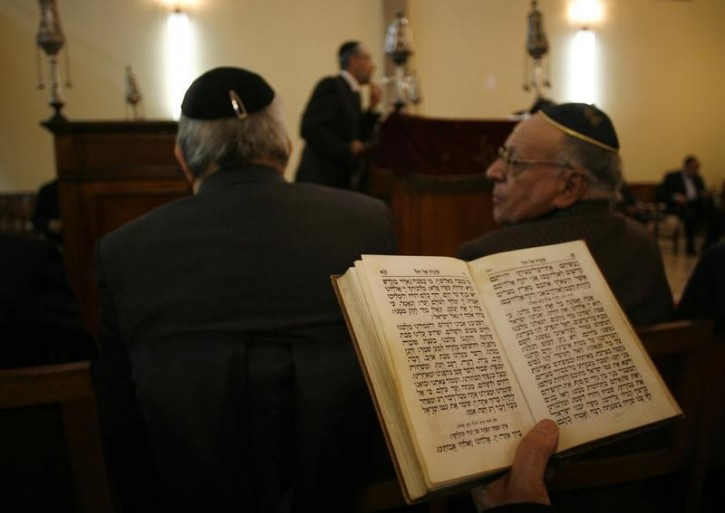 FILE - Moroccan Jewish pray at a synagogue in Tetouan, March 16, 2008. Reuters
