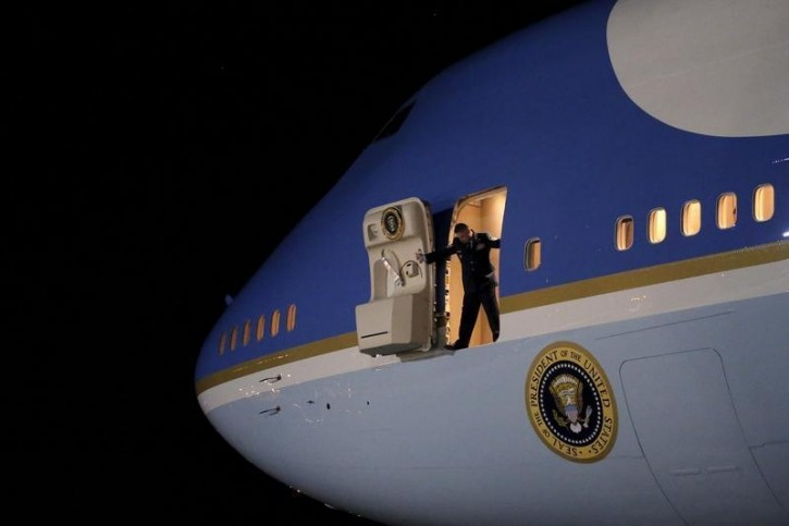 FILE - An Air Force officer opens the door of Air Force One as U.S. President Barack Obama arrives at Joint Base Andrews from New Jersey and New York, in Maryland November 2, 2015.  REUTERS/Carlos Barria