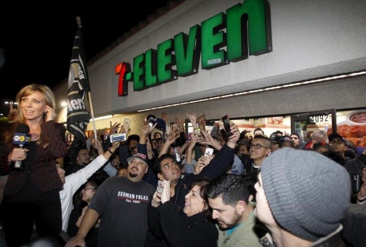 A crowd gathers in front of the 7-Eleven store where a winning Powerball ticket was sold, in Chino Hills, California January 13, 2016. EPA