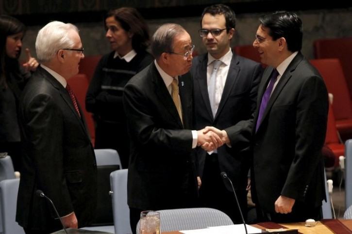 FILE - United Nations Secretary General Ban Ki-moon (C) greets Israel's Ambassador to the U.N. Danny Danon (R) as Russian Ambassador Vitaly Churkin looks on (L) before a U.N. Security Council meeting on the Middle East at U.N. headquarters in New York, January 26, 2016.  REUTERS/Mike Segar