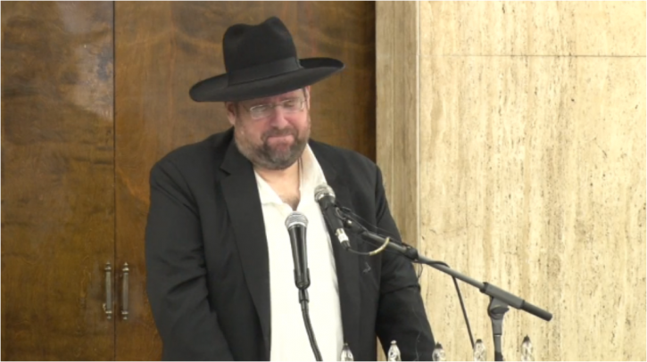 Son in law Shlomo Yehuda Rechnitz eulogizing his father in law