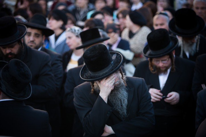 Ultra orthodox jews mourn during the funeral of Hannah Frankel in Jerusalem on February 15, 2016, Frankel and five over people died last night when a bus crash into a truck pulled over on Road 1 near Latrun interchange. Photo by Yonatan Sindel/Flash90