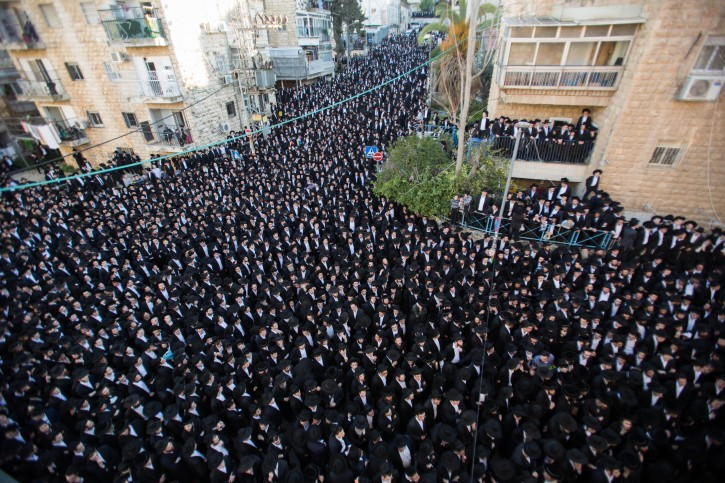 Ultra-Orthodox Jews attend the funeral of  head Yeshiva of Ponivezh Rabbi Chaim Shlomo Leibowitz in Jerusalem, February 28, 2016, Rabbi Chaim Shlomo Leibowitz died early on Saturday at the age of 83. Photo by Yonatan Sindel/Flash90