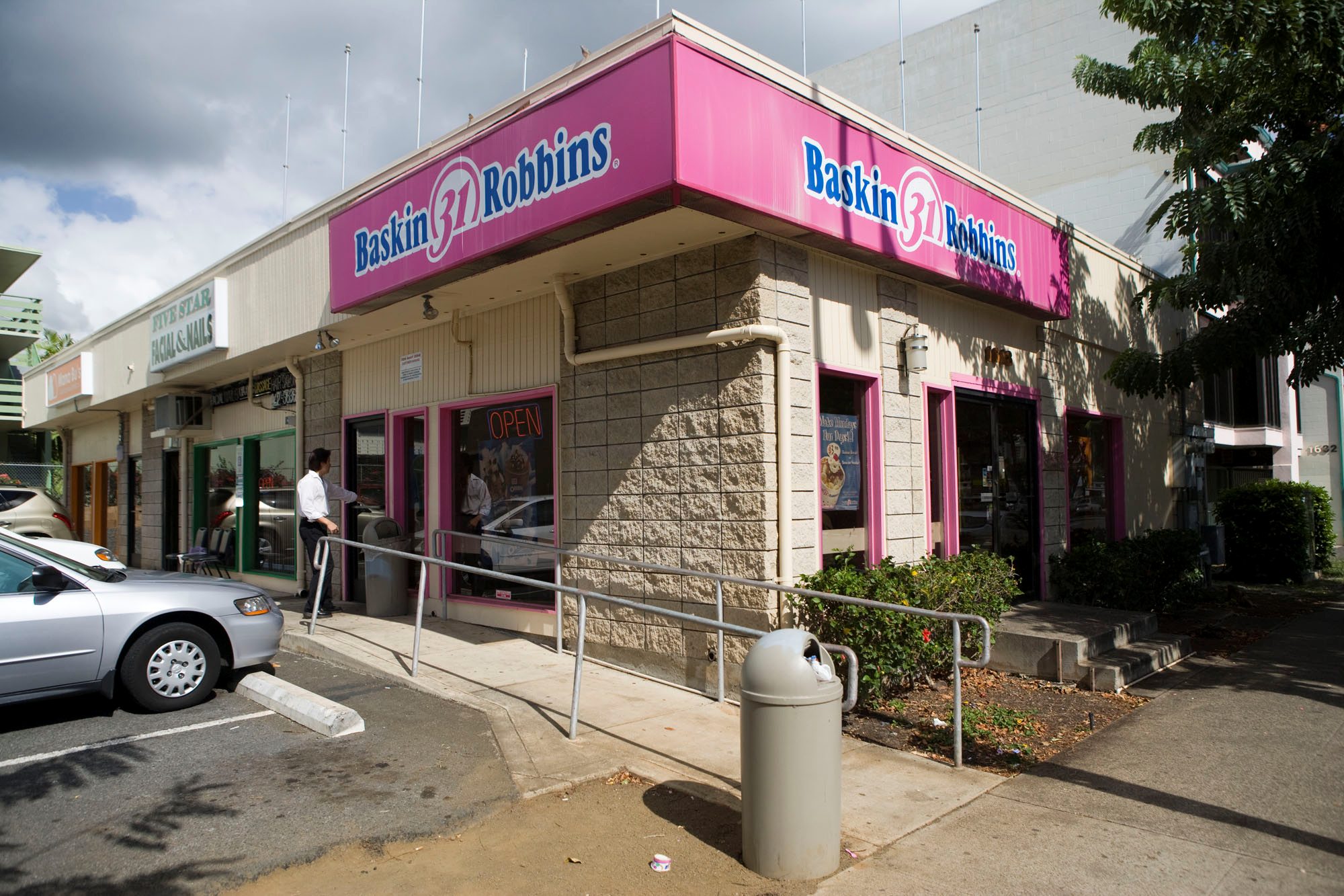 washington obama says he learned responsibility hard work from file this 2008 file photo shows the baskin robbins shop in honolulu where president