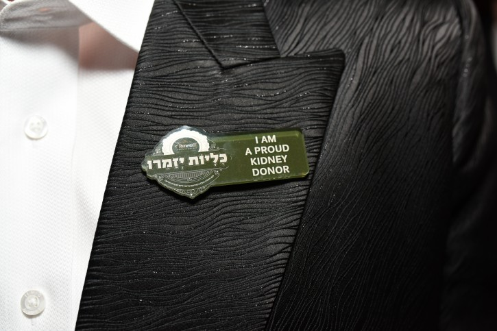 A man wears a pin that identifies him as a Kidney Donor at Saturday nights event in Brooklyn on Mar. 12, 2016. More than 250 Donors wore this lapel pin. (Eli Wohl/VINnews.com)