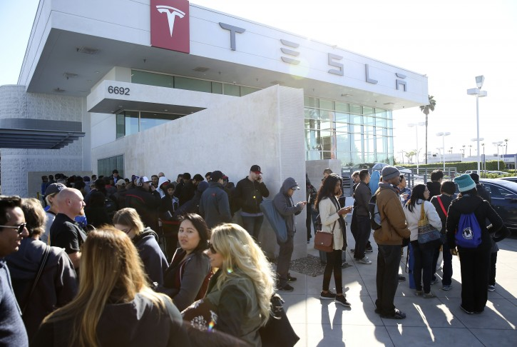 Car buyers wait in line at the Tesla dealer before the announcement of the new Model 3 in Buena Park, California, USA, 31 March 2016. EPA