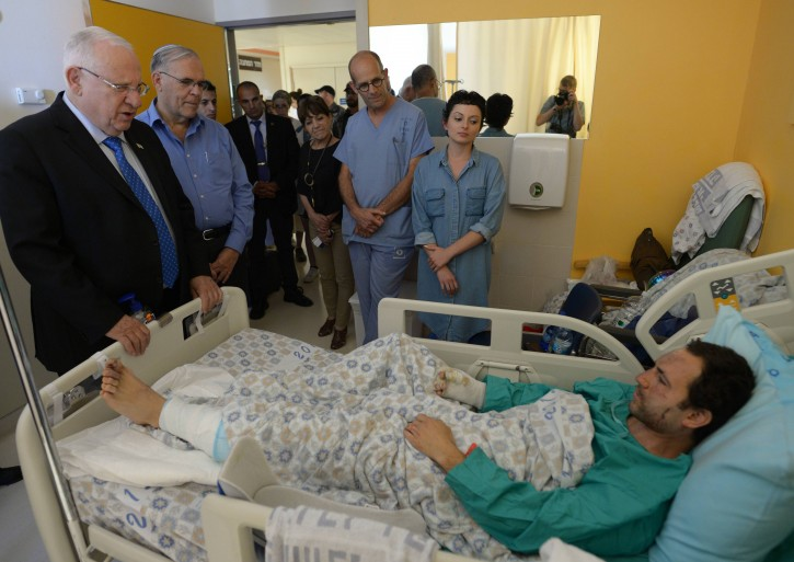Israeli president Reuven Rivlin visits a wounded man from the bus bombing yesterday, at Shaare Zedek Medical Center in Jerusalem, April 19, 2016. Photo by Amos Ben Gershom/GPO