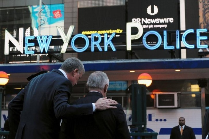 FILE - Mayor of New York City, Bill de Blasio, puts his arm around William Bratton, Police Commissioner, after a news conference in Times Square in the Manhattan borough in New York, March 22, 2016. REUTERS/Stephanie Keith