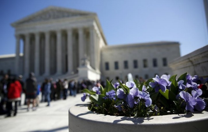 Spring flowers bloom in front of the U.S. Supreme Court in Washington March 29, 2016. REUTERS