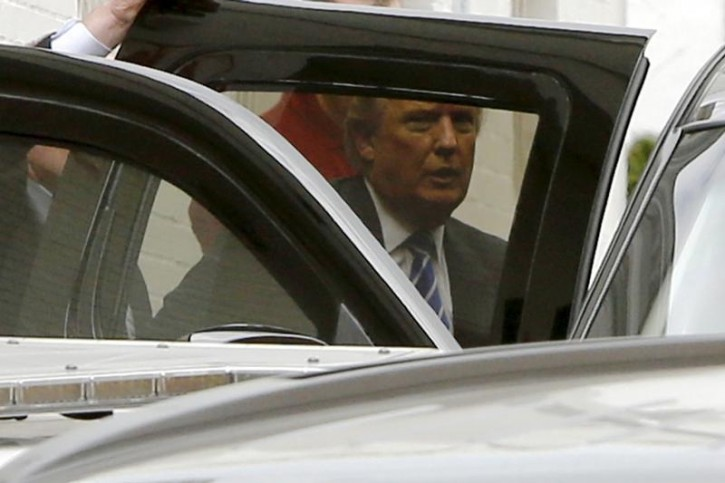 U.S. Republican presidential candidate Donald Trump departs through a back door after meetings at Republican National Committee (RNC) headquarters in Washington March 31, 2016. REUTERS/Jonathan Ernst
