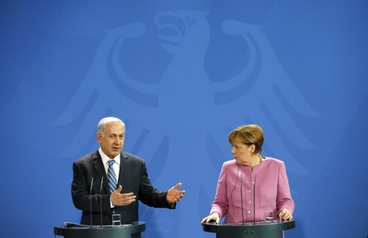 FILE - Israeli Prime Minister Benjamin Netanyahu (L) and German Chancellor Angela Merkel address a news conference at the Chancellery in Berlin, Germany, February 16, 2016.        REUTERS/Fabrizio Bensch
