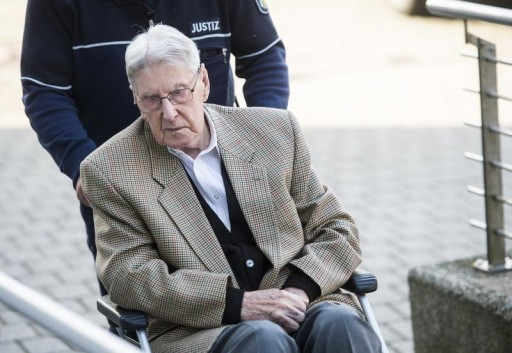 Defendant Reinhold Hanning, a 94-year-old former guard at Auschwitz death camp, is brought to courtroom on a wheelchair before the continuation of his trial in Detmold, Germany, April 28, 2016. REUTERS/Bernd Thissen/Pool